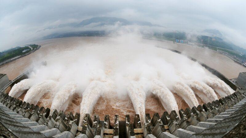 长江水位暴涨倒灌鄱阳湖 江西大面积受灾(视频)