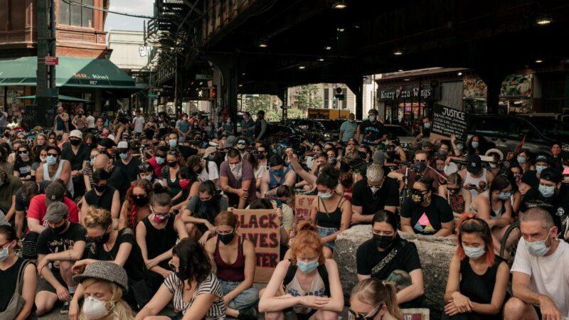 避查病毒传播途径 纽约市禁问感染者是否参与示威