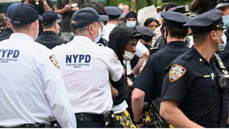 纽约上周犯罪率激增 市长削警察资金川普喊不