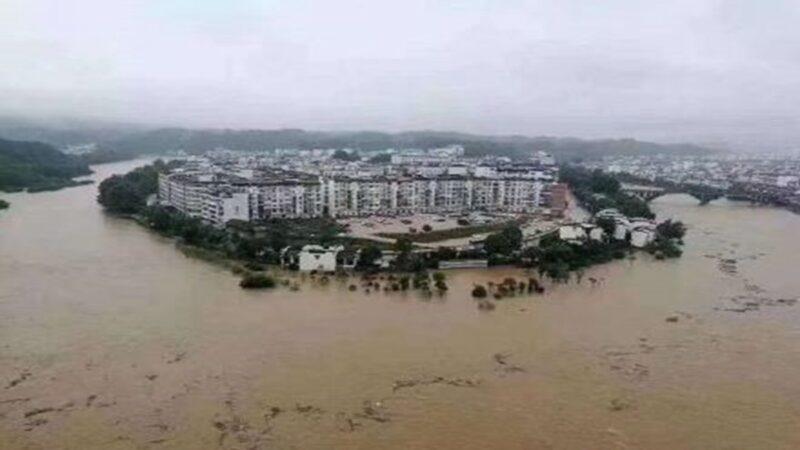 三峽洪水持續上漲 民憂潰壩 官吁避險