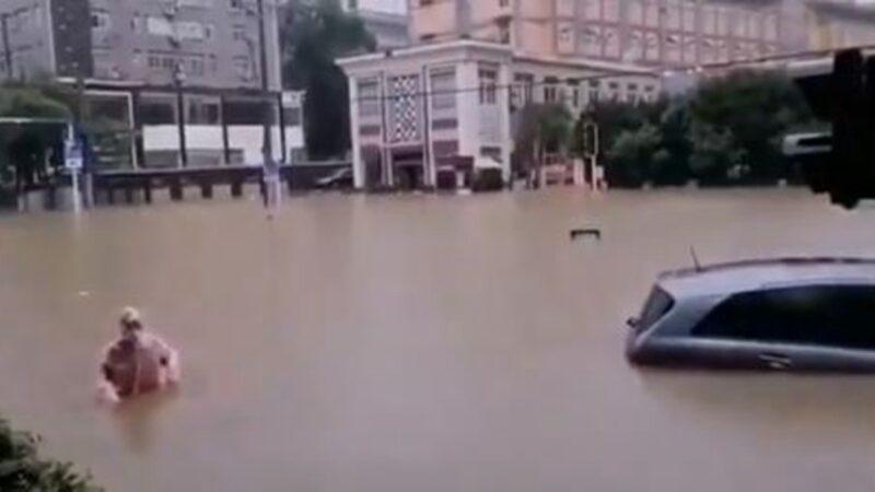 继宜昌之后 武汉也陷一片汪洋(多视频)