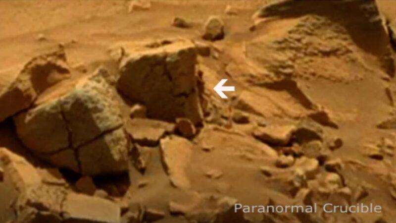 火星照片岩石角落躲著一個神祕人?