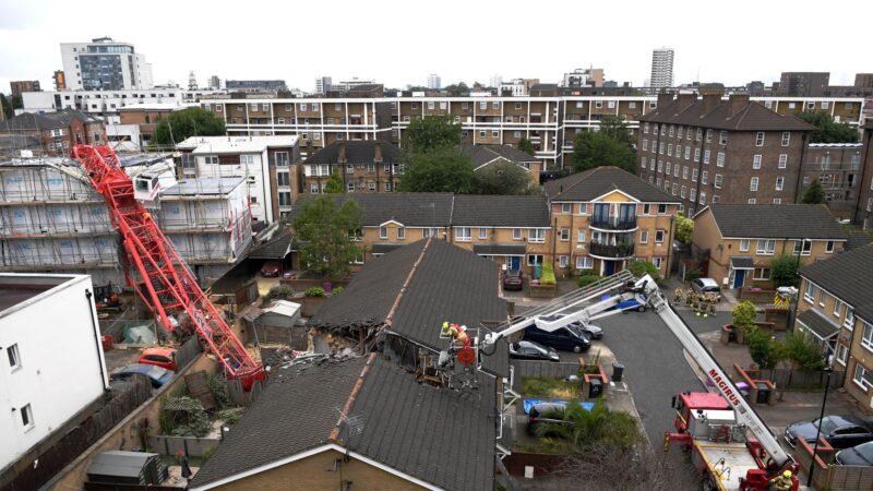 伦敦起重机倒塌 民房遭劈成两半酿1死4伤