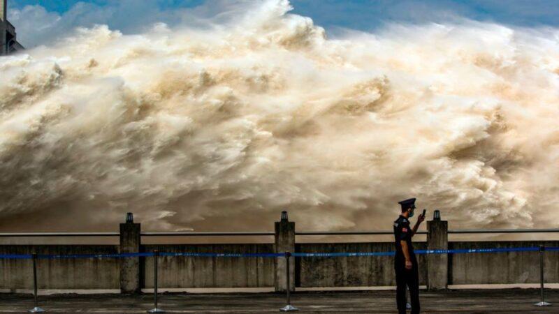 长江第3号洪水来袭 重庆土石流堰塞湖溢坝