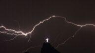 史上最闪! 巴西一道闪电划过天际709公里