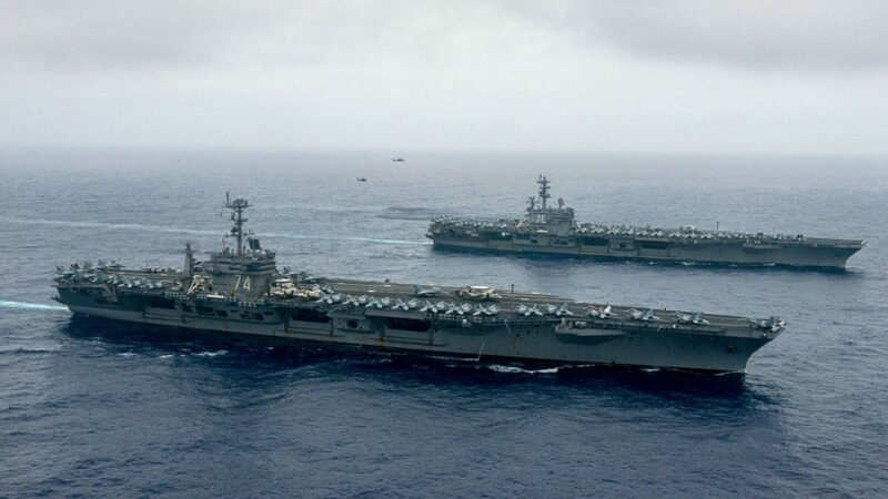美双航母打击群重返南海 震慑中共力度不减