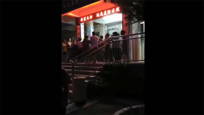 惠州禽兽教师奸污多名小学生 家长怒极围殴(视频)