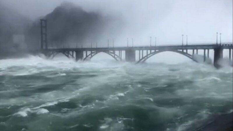 華東最大水庫9孔齊開狂洩 水位飆108米仍在漲(視頻)