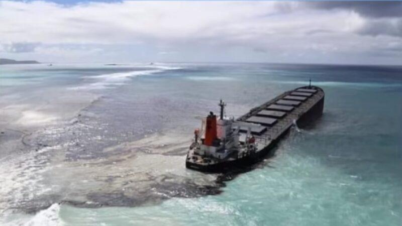 货轮触礁漏油 模里西斯生态环境遭污染