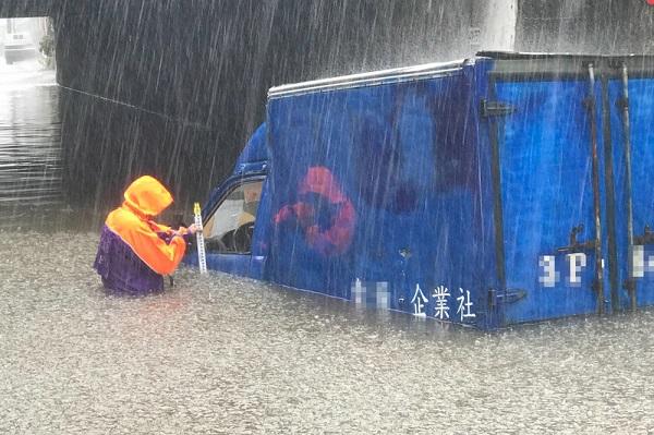中颱哈格比逼近適逢大潮 台釀一死一傷 晚間從浙江登陸