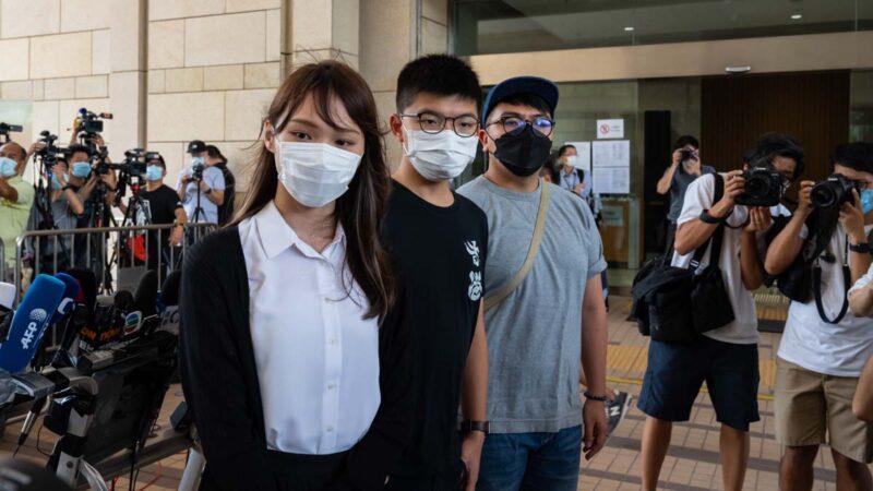黄之锋、周庭等三人出庭遭囚 待12月2日法院判决