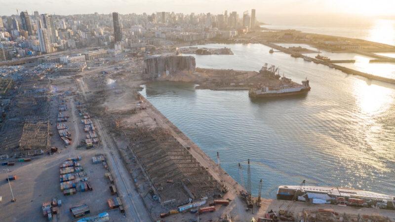 贝鲁特大爆炸 逾10名消防员失踪 邮轮被震至翻沉