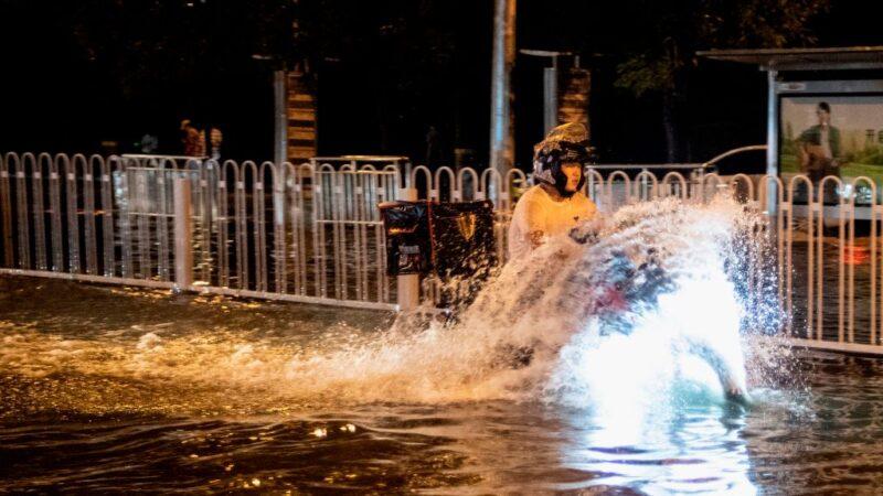 暴雨袭击北京 当局三预警齐发