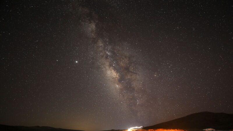 【重播】英仙座流星雨高密度光臨地球