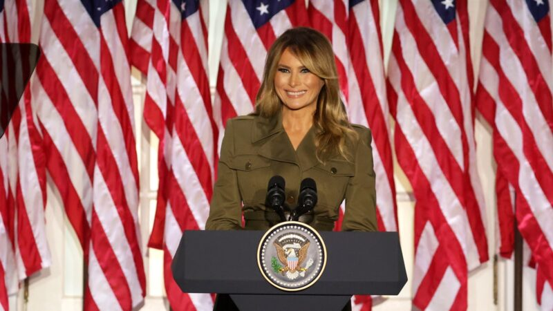 美国第一夫人诠释四重角色 支持川普连任