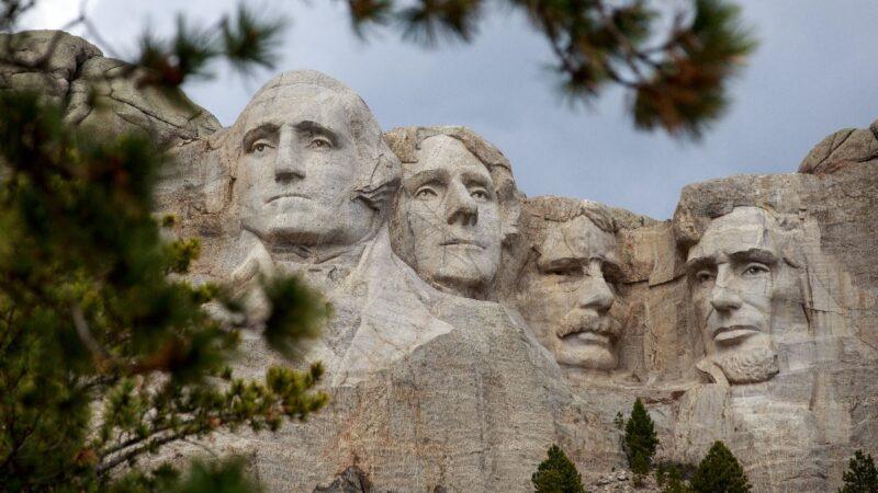 提议自己在总统山塑像?川普调侃假新闻:好主意