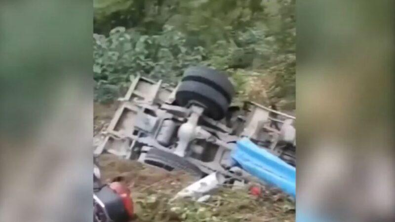 河南突发离奇连续车祸 8人捡蒜被压死(视频)