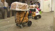 疫情难 纽约街头小贩要求多发牌停止执法