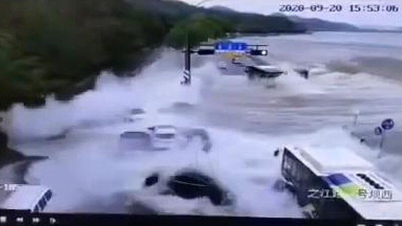 惊险!钱塘江潮水发威 十多辆轿车被硬生冲走