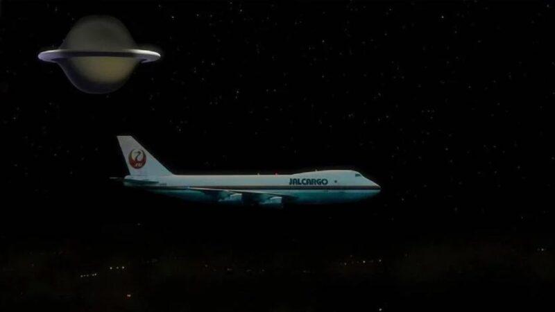 日本航班返程途中遭遇UFO编队!场面惊险诡异