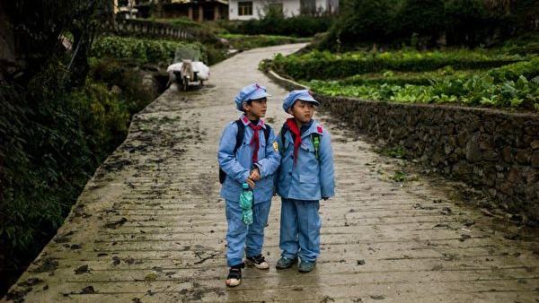 袁斌:祖国花朵成了机器人 中国还有希望吗?