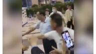 李克强视察上海民众想握手 保镖突然扑上去(视频)