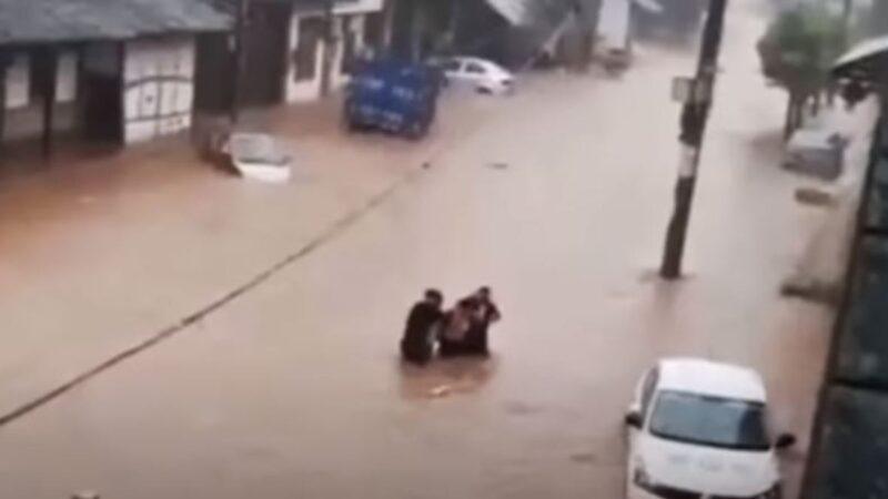长江再发洪水 重庆水位暴涨5米 四川灾情惊心(多视频)