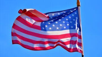 山東老漢懸掛美英澳國旗 高呼「民主萬歲 獨裁必亡!」