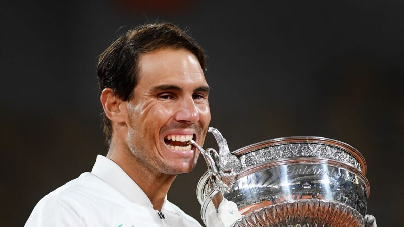 納達爾法網封王 抱回第20座大滿貫金盃
