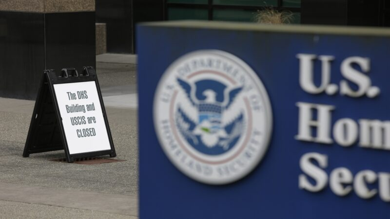 全球關注美國移民新規 中共黨員及家屬厄運降臨