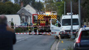 法国两飞机空中相撞坠毁 5人罹难