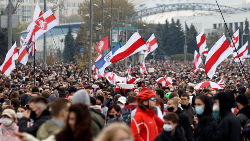 白俄10萬人上街示威 盧卡申科重投俄羅斯陣營