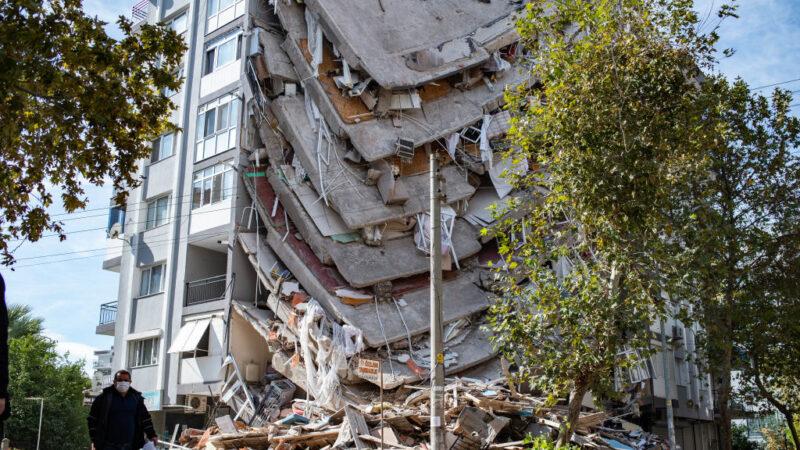 爱琴海地震53死逾900伤 7旬老翁受困34小时获救