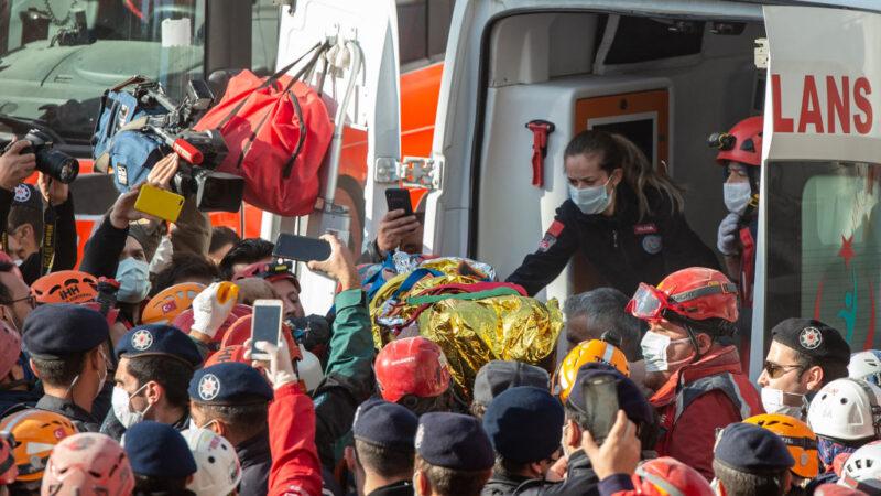 爱琴海强震 4岁女童受困91小时获救