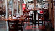 【晚间新闻简讯】纽约餐馆面临生存危机 假日季千禧代愿负债消费