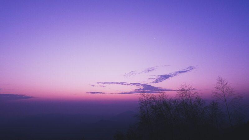 日本千叶市夜空笼罩诡异紫光 民众人心惶惶