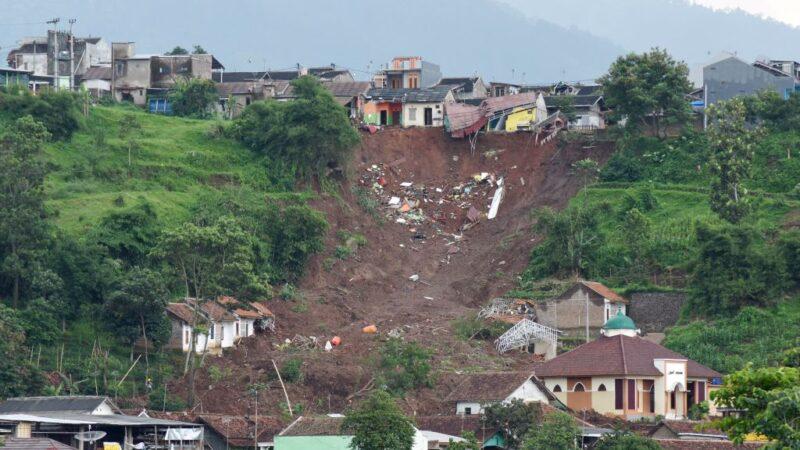 印尼天灾不断 地震84死水灾逾10万人无家可归