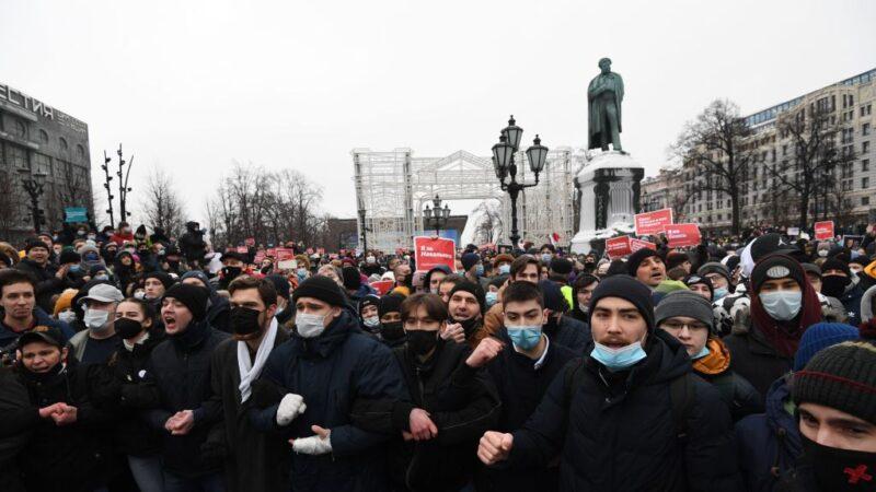 俄罗斯逾百城市连线示威 超过3000人被捕(视频)