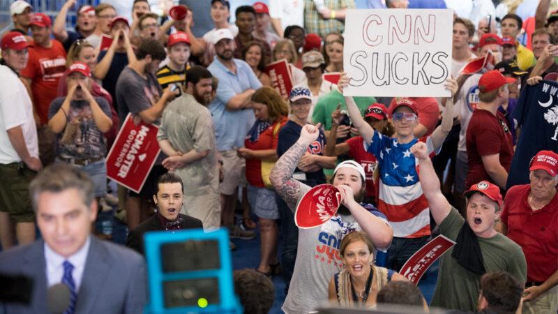 """""""CNN太烂"""" CPAC与会人群包围记者高呼"""