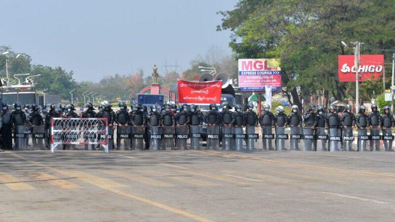 緬甸調軍隊入城 UN憂殺戮前兆 華航2班機載僑民返台