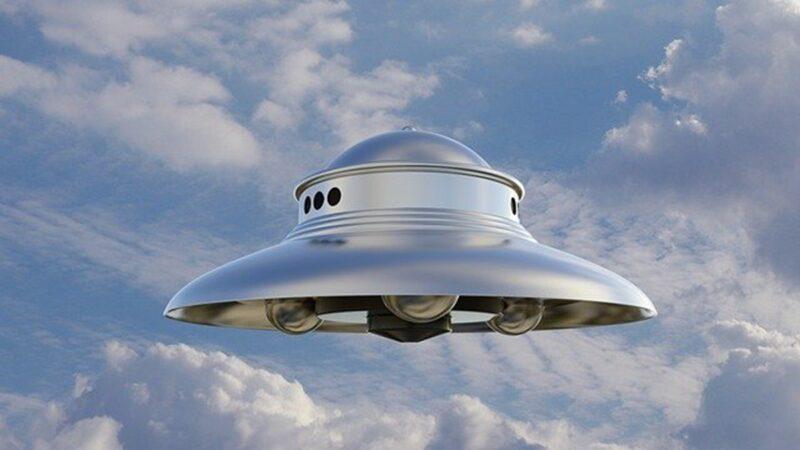 UFO飞越美国客机 飞行员空中对话曝光