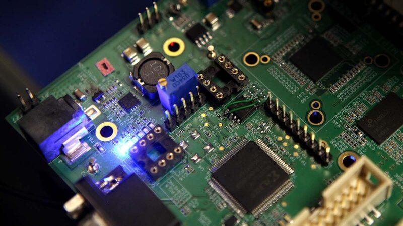 中國搶購舊款二手芯片製造機 應對美國封殺
