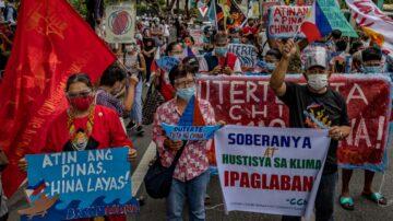 菲律宾千人包围中使馆 高喊:打倒帝国主义!