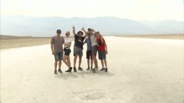 不畏129华氏度高温 死亡谷游客:分秒值得