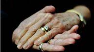 忘了全世界也不忘爱你!失智丈夫再向爱妻求婚