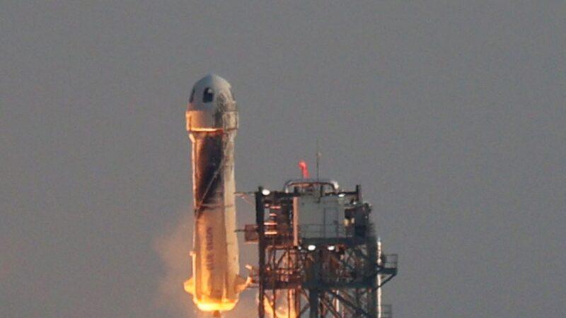 世界首富贝佐斯成功开启太空之旅