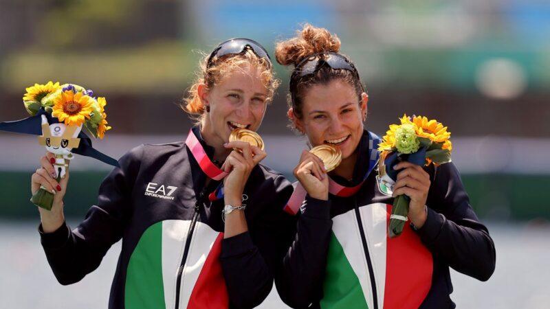 奧運獎牌到手 為何選手都愛「咬一咬」?