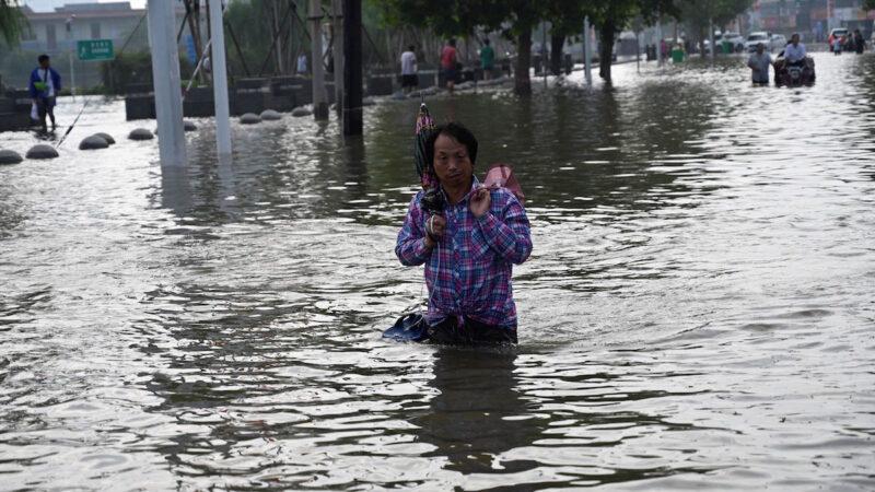 【禁聞】鶴壁村民加高河堤自救 官兵毀堤洩洪