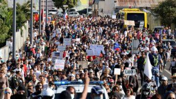反对健康通行证 法国民众连3周上街头表达不满
