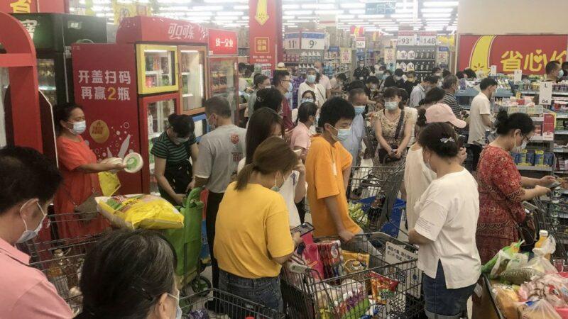 湖北宣布进入战时状态 武汉市民抢购物资(组图)